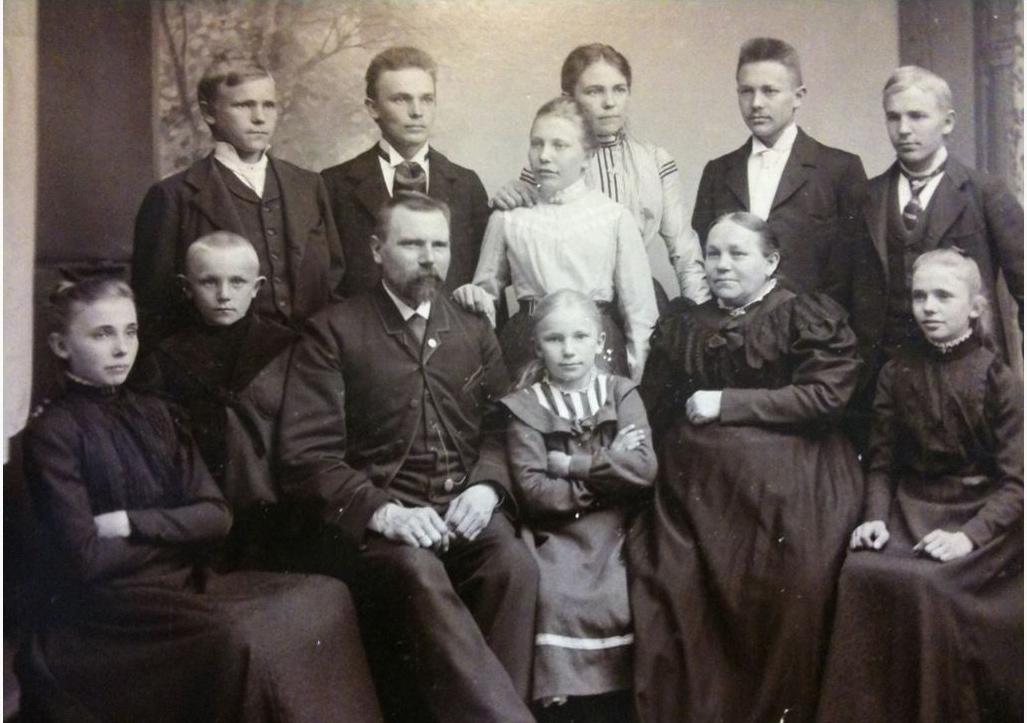 Anders-Sønderskov-Madsen-og-Karen-Laursen-og-10-børn-mine-oldeforældre
