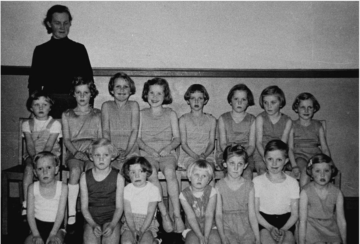 Gymnastik-børnehold-1954-Jordløse-Gymnastikforening-Randi-Kringelum-nr-3-fra-højre